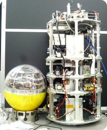 Comparison of the module used in BOV-4 (left) and the current model (right) based on a microgravity module from a TEXUS rocket (image copyright: Takehiko Ishikawa)