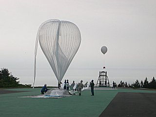Launch in 2002 of the balloon that break the altitude unmanned flight record