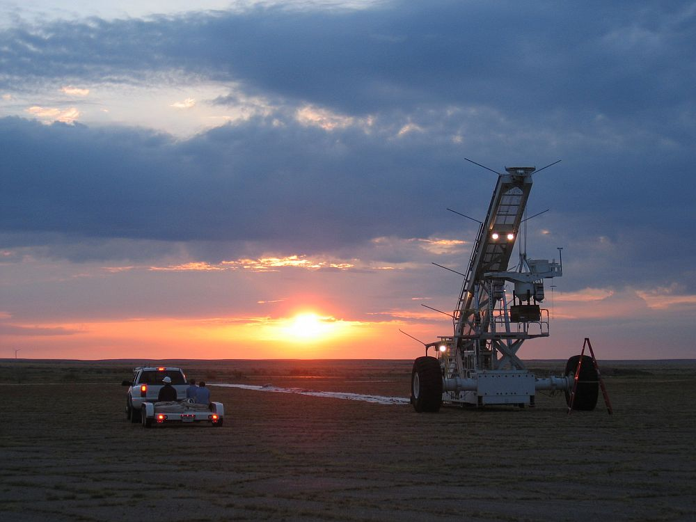 While the sun breaks in the horizont, the CSBF team waits for launch confirmation (Credit: HASP)