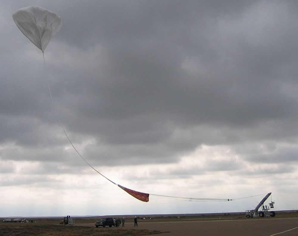 The balloon was released and is moving to the launch vehicle to pickup the gondola (Credit: HASP team)