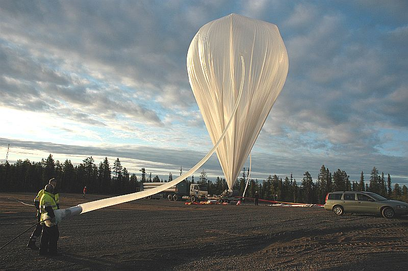 Balloon inflation under midnight arctic sun. (Image: SSC)