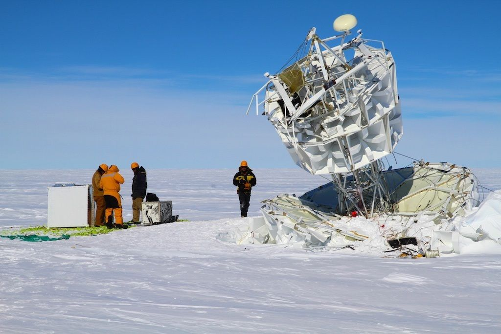 Davis station field team begin the recovery of ANITA's instrumentation (Image: Australian Antarctic Division)