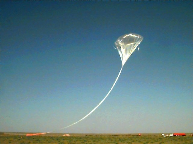 The balloon ascending to take the payload. That was probably the moment on which it developed a leak. Copyright: NOAA - LACE project