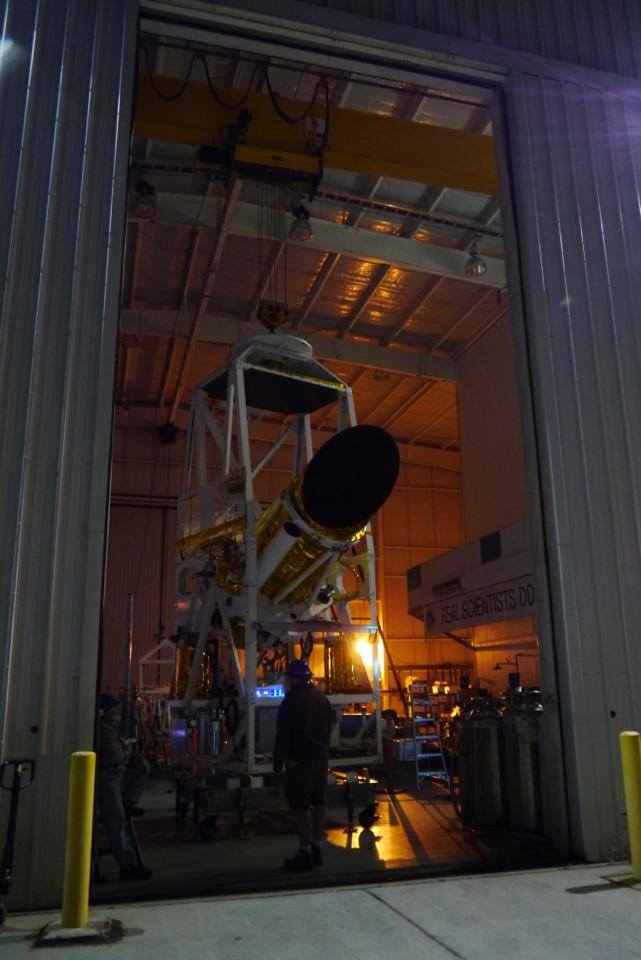 The BRRISON gondola pointing out of Ft. Sumner hangar for a night time pointing test using stars & planets (picture via @BRRISON)