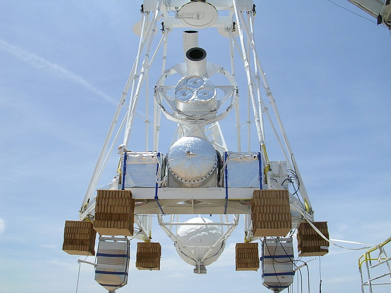 Front view of the instrument minutes before the launch. Copyright: HEFT team
