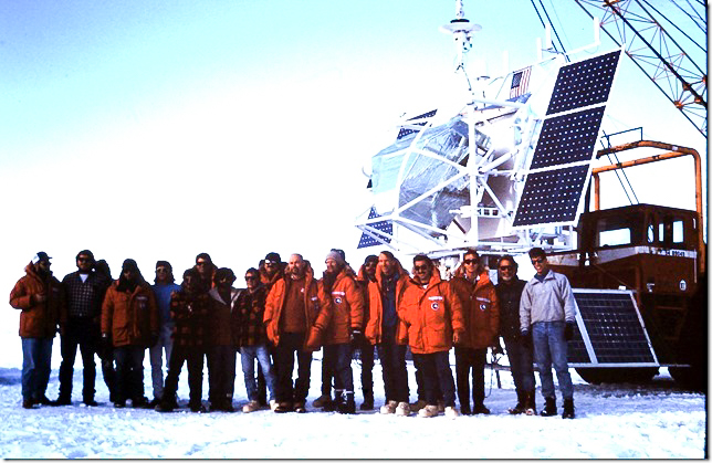 The entire science and support team in Antarctica next to the HIREGS before its first launch (Image: Dr. Paul Feffer)