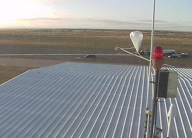 View of the starting of the inflation process using the webcam at Fort Sumner (Image: StratoCat)