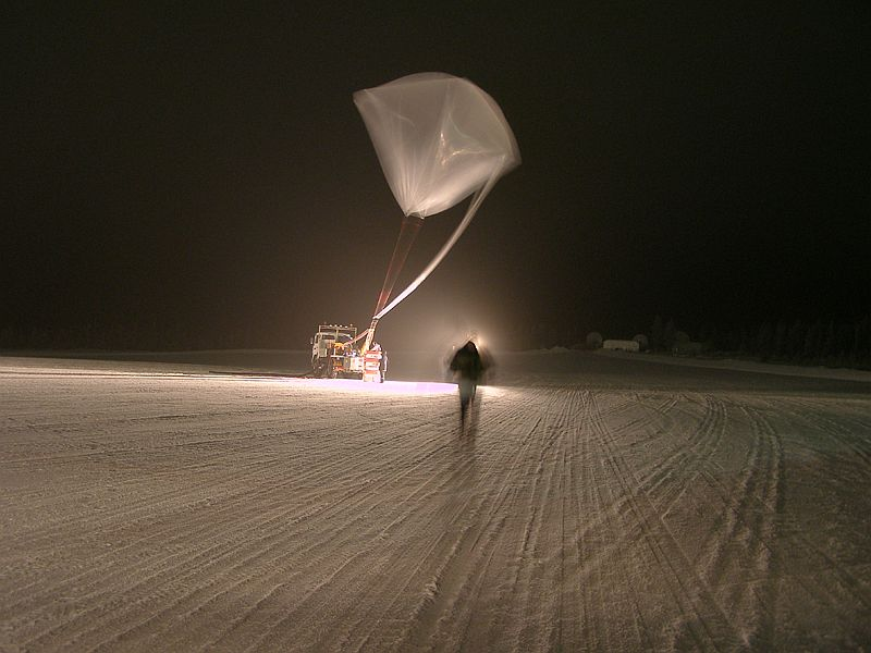 An eiree sight of the auxiliary balloon. Take note the strong wind condition.