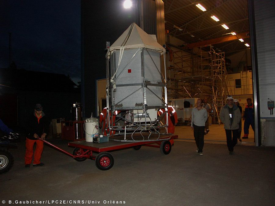 The spirale instrument going to the launch pad (Image Bertrand Gaubicher - LPCE)