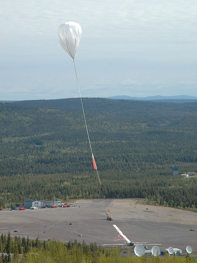 Another view of the SUNRISE balloon launch from a nearby hill (Image: SSC)