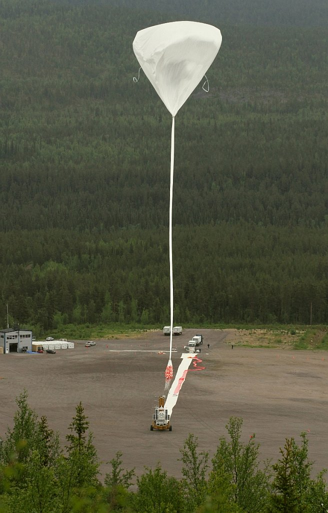 The balloon ascending as seen from the nearby Radar Hill (picture: SUNRISE team)