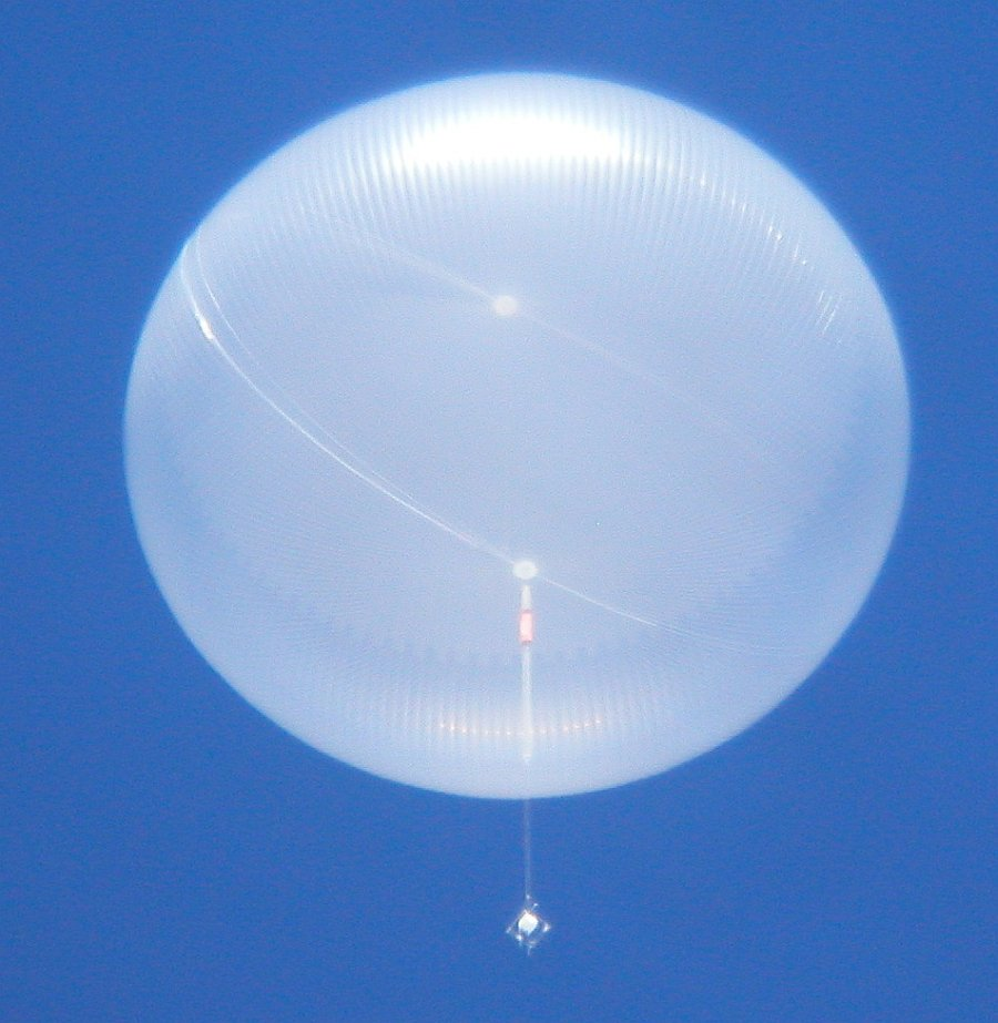Impressive image of the ULDB balloon fully deployed at a float altitude of 111.000 ft. This flight set a new endurance record of 54 days aloft (Picture: Mike Smith)