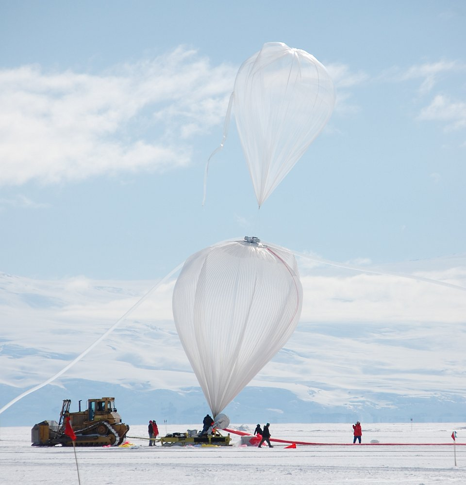 Initial inflation phase. The toe balloon is used to allow a better deployment of the main balloon fabric (Picture: Matt Truch)