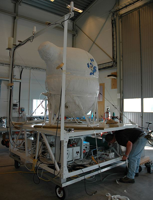 Gondola preparation. (Image: SSC)