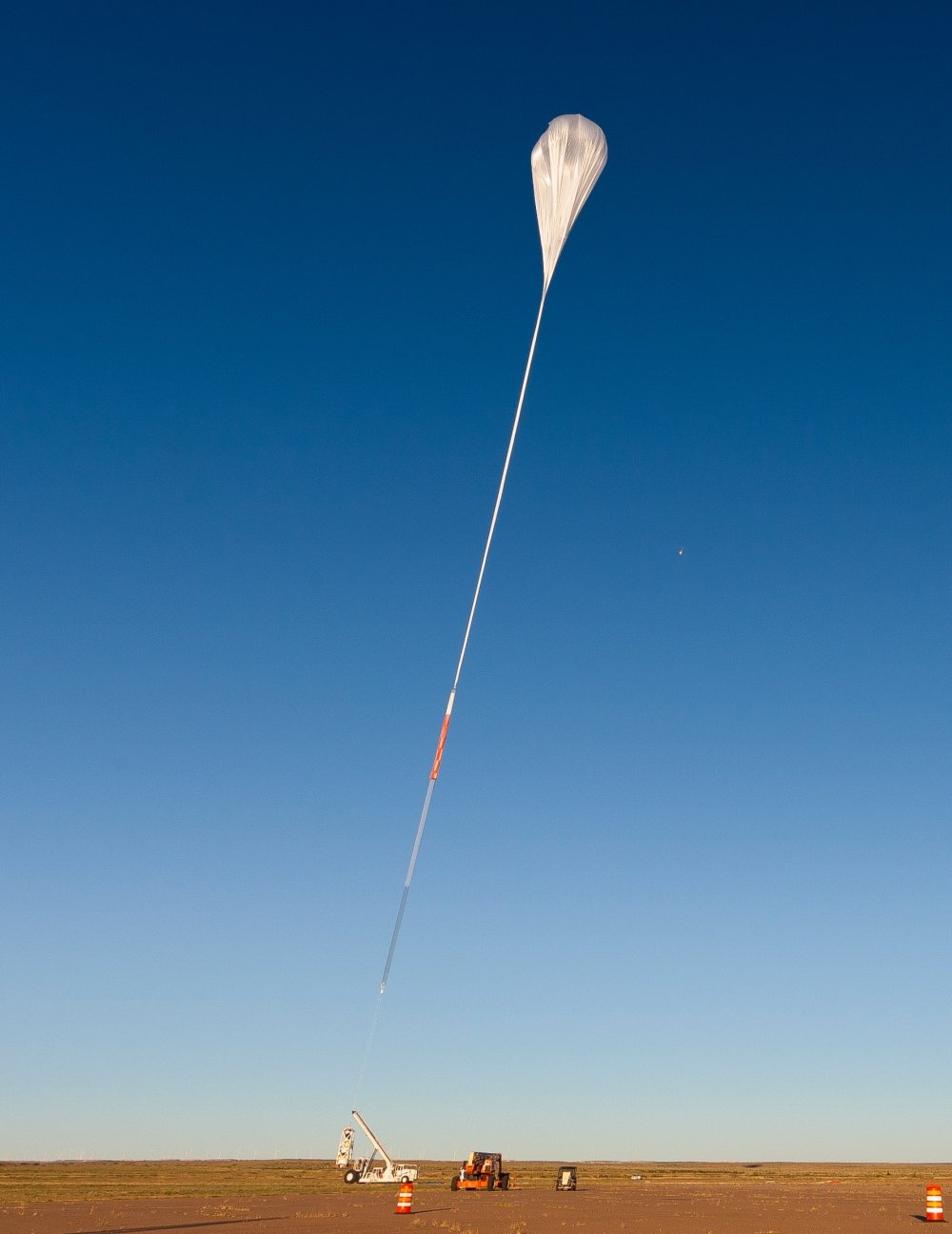 Balloon ascending to take the payload from the Big Bill launch vehicle (picture: NASA/JHUAPL)