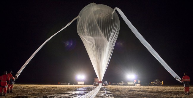 Main balloon inflation  (picture by: Sébastien Chastanet, CNES)