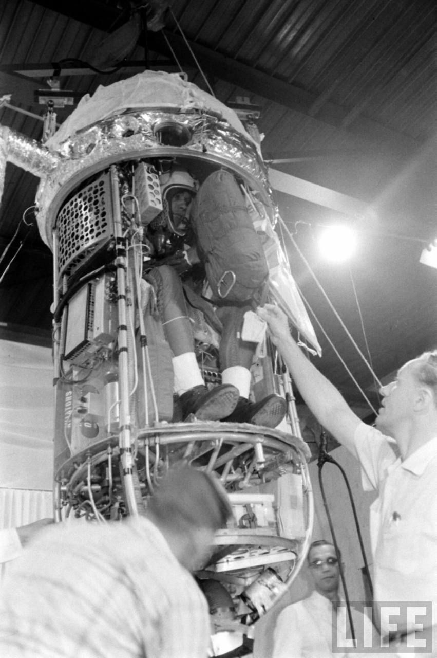 Simons in the last moments before the capsule being lowered to the outer shell and closed. At right in the picture is Otto Winzen (Image courtesy of LIFE archive on Google)