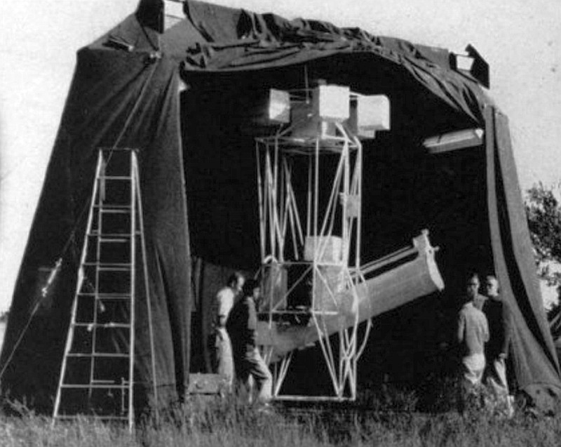 Cheking the Stratoscope system at the launch site in New Brighton, before the first flight